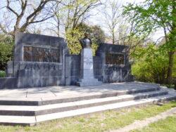 Monument au Lieutenant-Général Dossin de Saint-Georges – Ixelles