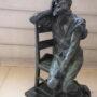 Homme assis sur une chaise - Hôtel de Ville - Saint-Gilles - Image3