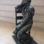 Homme assis sur une chaise - Hôtel de Ville - Saint-Gilles - Image4