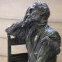 Homme assis sur une chaise - Hôtel de Ville - Saint-Gilles - Image5