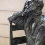 Homme assis sur une chaise - Hôtel de Ville - Saint-Gilles - Image6