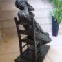 Homme assis sur une chaise - Hôtel de Ville - Saint-Gilles - Image7