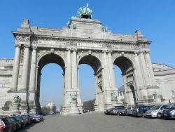 Statues allégoriques – Arcades du Cinquantenaire – Bruxelles (l'ensemble vu de l'arrière)