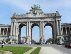Statues allégoriques – Arcades du Cinquantenaire – Bruxelles (l'ensemble vu de l'avant)