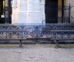 Anciennes balustrades du Grand Hôtel de Bruxelles