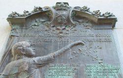 Plaques aux héros des deux Guerres Mondiales – ancienne École Moyenne  – Laeken