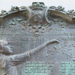 Plaques aux héros de l'ancienne École Moyenne des deux Guerres Mondiales – Laeken