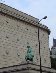Femme assise – Banque Nationale – Bruxelles