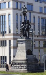 Monument aux promoteurs des installations maritimes – Molenbeek-Saint-Jean