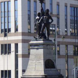 Monument aux promoteurs des installations maritimes