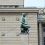 Jeune fille agenouillée – Banque Nationale – Bruxelles
