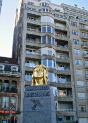 Plaque et stèle en hommage à Jean de Selys Longchamps – Bruxelles