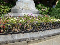 Entourage de square – Monument du 10ème Régiment de Ligne – Arlon