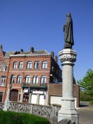Statue de Baudouin le Bâtisseur – square Eugène Derbaix – Binche