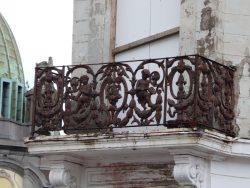 Balcon – angle des Rues Turenne et des Gardes – Charleroi