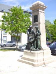 Monument à Émile Henricot – Place des Déportés – Court-Saint-Étienne