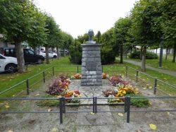 Buste de René Lyr – Couvin