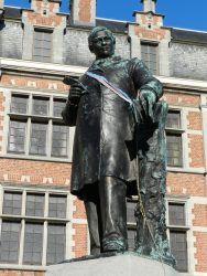 Monument à Prudens Van Duyse – Dendermonde