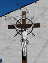 Christ en croix – Doische