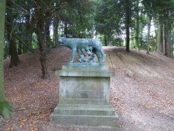 Louve allaitant Romulus et Remus – Parc du Château – Enghien