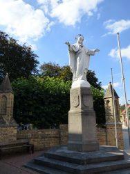 Sacré-Cœur et monument aux morts – Merkem