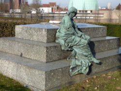 La Tristesse – Monument funéraire de la famille Léon Janssen – Cimetière de Saint-Gilles – Uccle