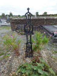 Croix funéraire – cimetière – Tourpes (1)