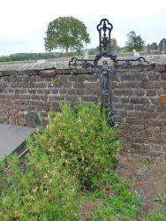 Croix funéraire – cimetière – Tourpes (2)