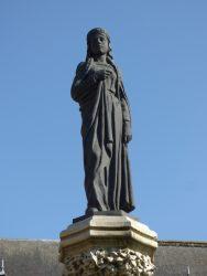 Statue de Yolande de Gueldre – square Eugène Derbaix – Binche