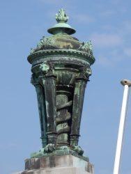 Ornements funéraires (2) – Pots à feu –  Cimetière de Saint-Gilles – Uccle