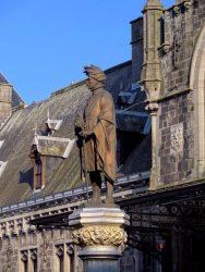 Statue de Guillaume de Bavière (disparue) – square Eugène Derbaix – Binche