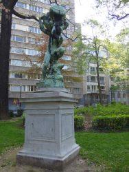 L'Homme au vase – square de Meeûs – Ixelles
